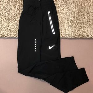Nike reflective tapered pant